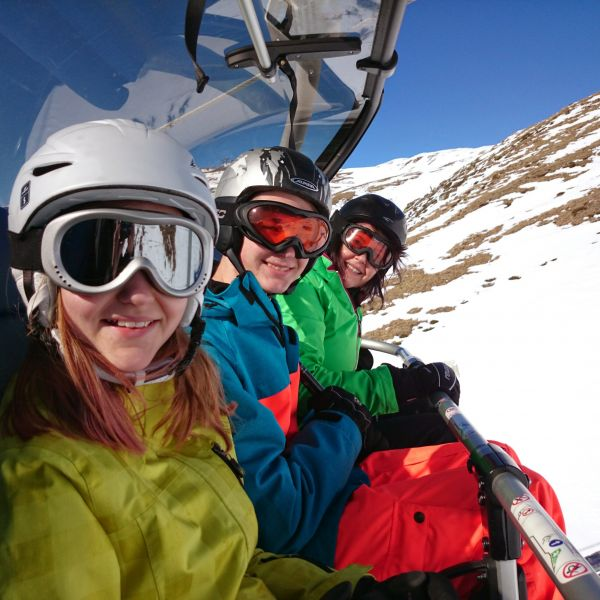 We prepare packages that include the lodgging in half board accommodation and skipasses at Vallnord ski resort.